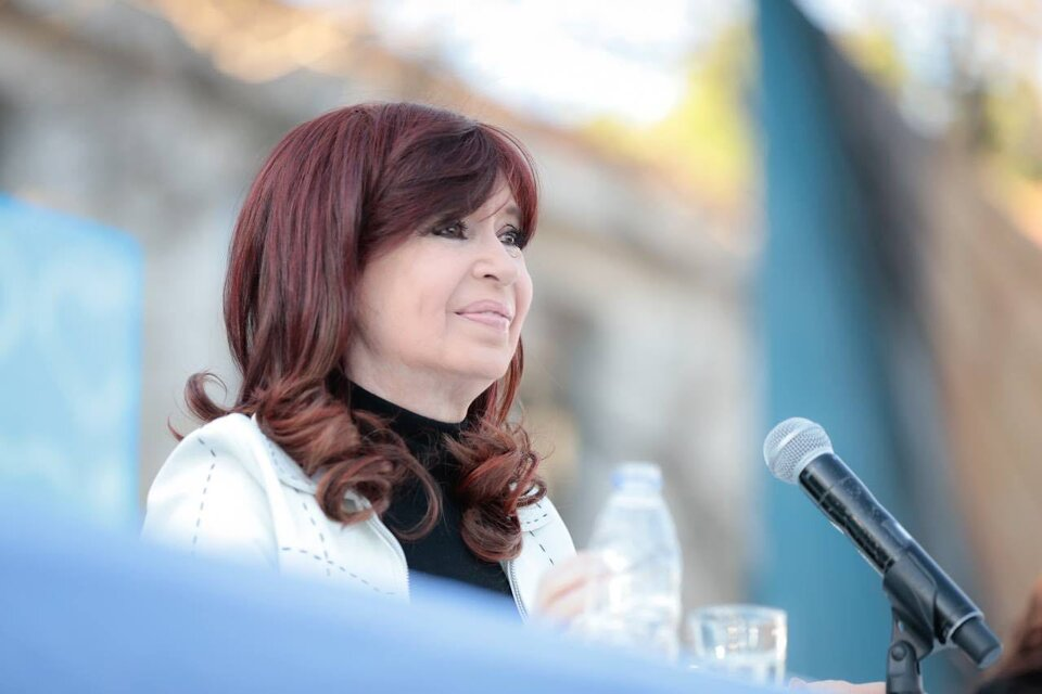 http://www.lacorameco.com.ar/imagenes/CFK_Esma.jpeg