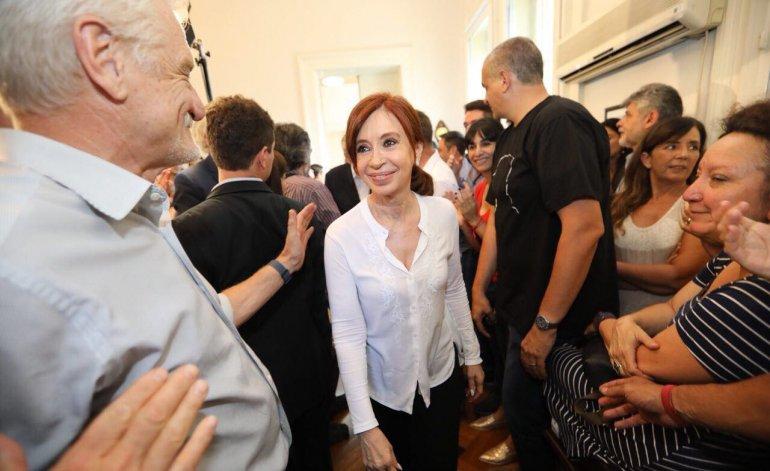 http://www.lacorameco.com.ar/imagenes/Cris_Congreso2.jpeg