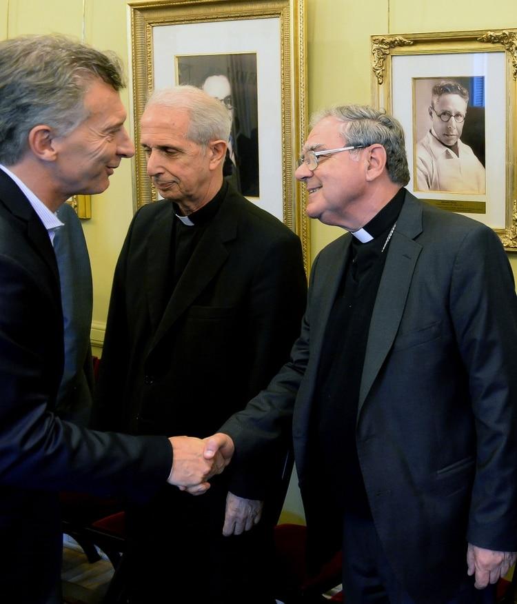 http://www.lacorameco.com.ar/imagenes/Macri_Conf_Episcopal.jpg