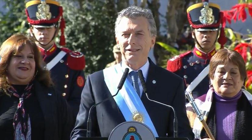http://www.lacorameco.com.ar/imagenes/Macri_Tucu.jpg