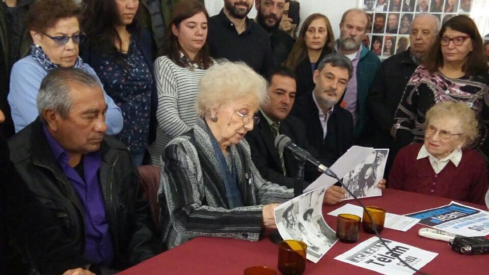 http://www.lacorameco.com.ar/imagenes/abuelas_res.jpg