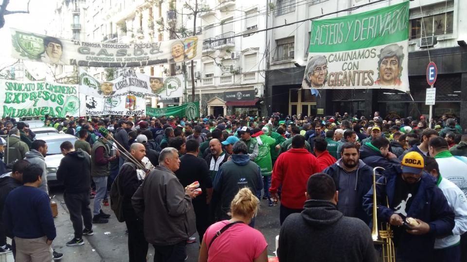 http://www.lacorameco.com.ar/imagenes/camioneros-embargo_.jpeg