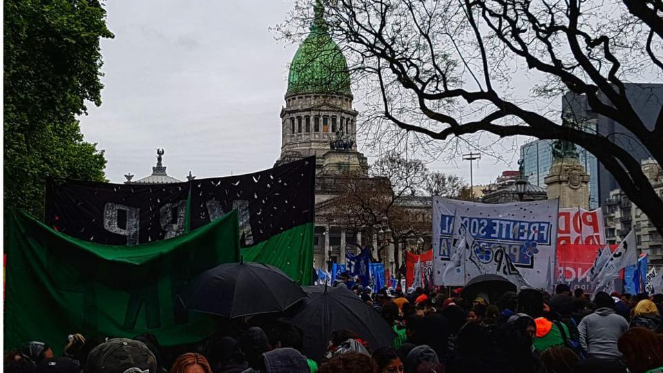 http://www.lacorameco.com.ar/imagenes/congreso_protesta.jpg