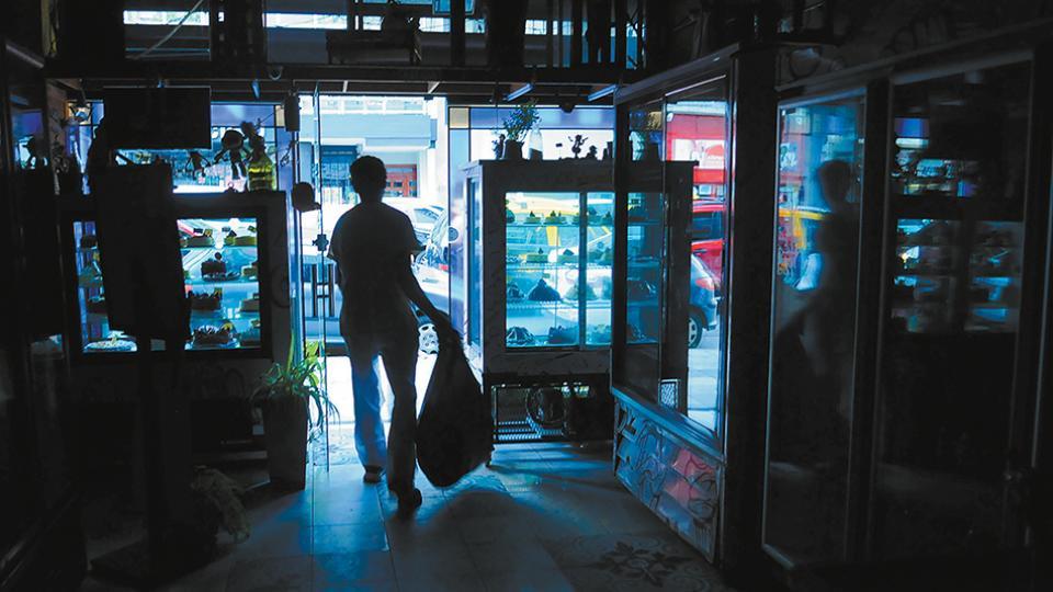 http://www.lacorameco.com.ar/imagenes/corte_luz.jpg