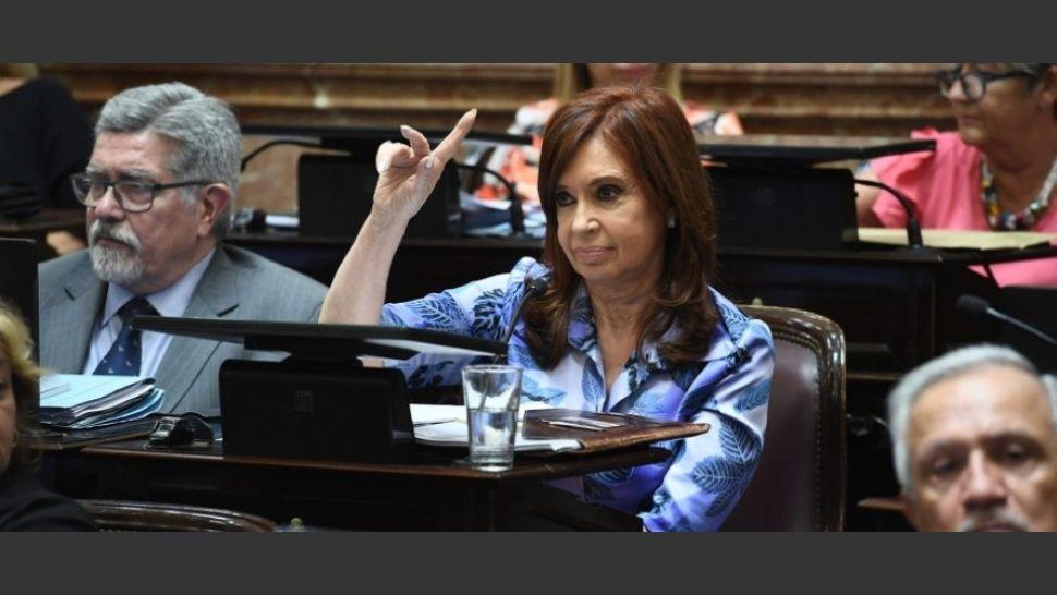 http://www.lacorameco.com.ar/imagenes/cristina_senado.jpg