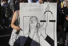 http://www.lacorameco.com.ar/imagenes/democracia_9nov.jpg