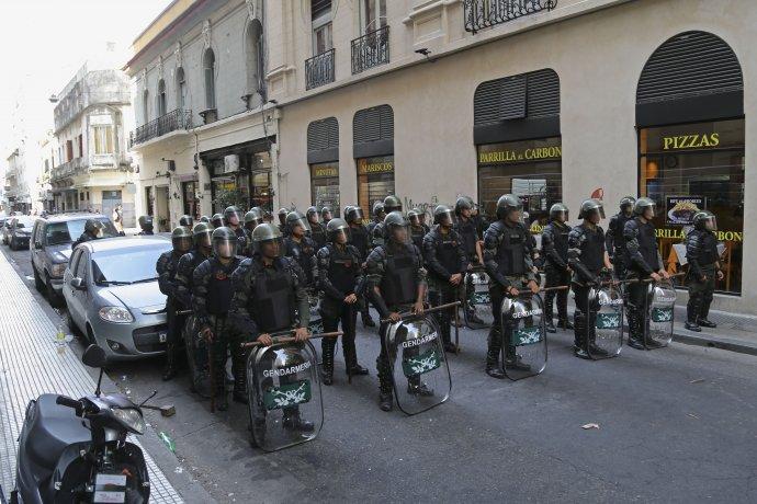 http://www.lacorameco.com.ar/imagenes/gendarmes.jpg