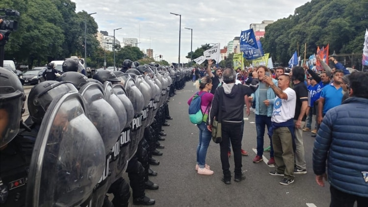 http://www.lacorameco.com.ar/imagenes/incidentes-en-la-9-de-julio.jpg