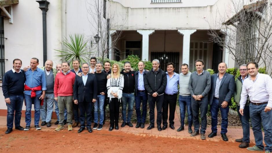 http://www.lacorameco.com.ar/imagenes/intendentes.jpg