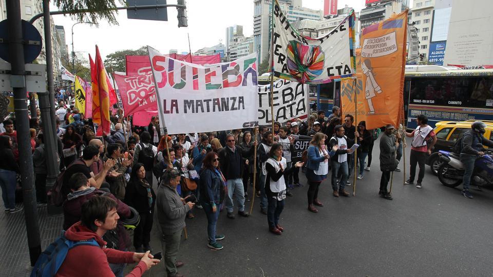 http://www.lacorameco.com.ar/imagenes/marcha_docente_chubut.jpg