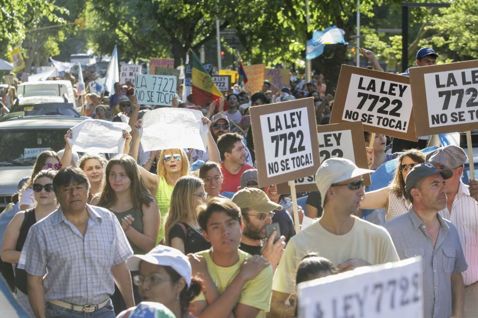 http://www.lacorameco.com.ar/imagenes/mineria.jpg