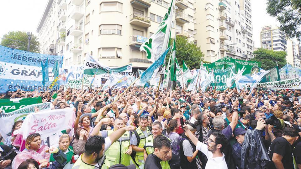 http://www.lacorameco.com.ar/imagenes/movi_04_19.jpg