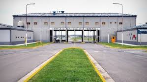 http://www.lacorameco.com.ar/imagenes/penal_eze.jpg