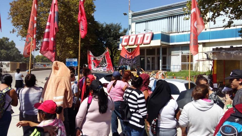 http://www.lacorameco.com.ar/imagenes/protesta.jpeg