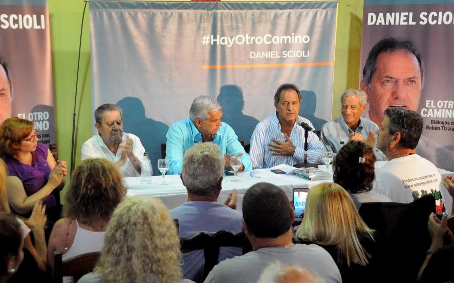 http://www.lacorameco.com.ar/imagenes/scioli_A2.jpg